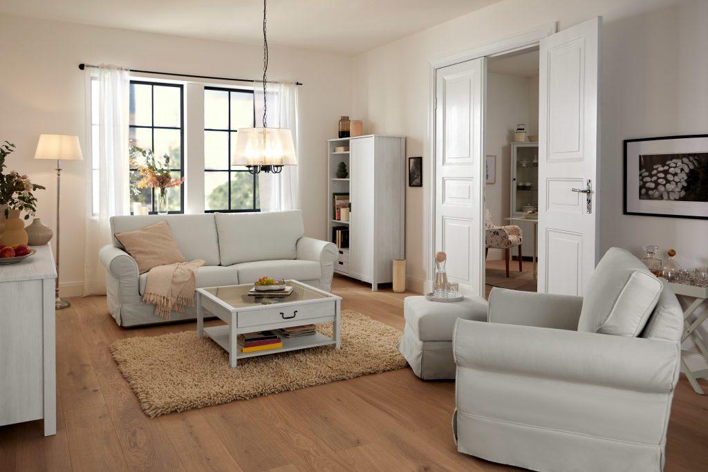 Gemütlichkeit und trotzdem jede Menge Stil: Diese Möbel-Kollektion zaubert Landhaus-Charme in die eigenen vier Wände von Tchibo im Stockcity Plaza.